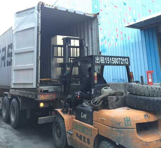 Leisuwash shipment to Bolivia container loading 4