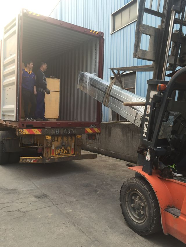 Leisuwash shipment to Combodia container loading 5