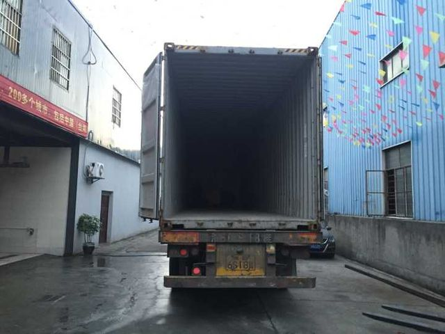 Leisuwash shipment to Bolivia container loading 1