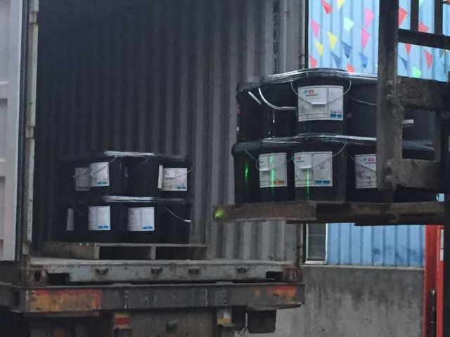 Leisuwash shipment to Bolivia container loading 2