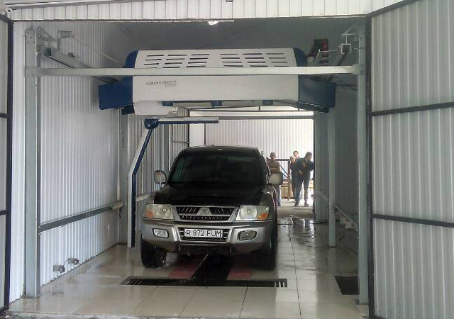 automatic touchless wash system