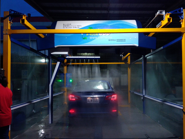 High pressure touchless car washing